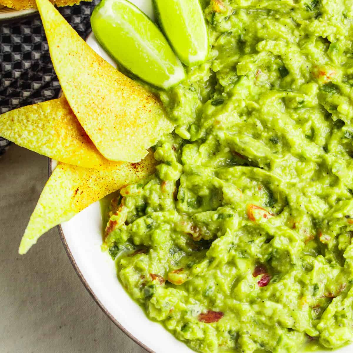 guacamole with lime and tortilla